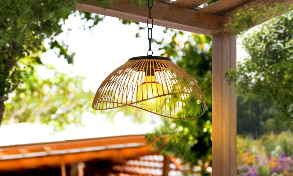 Lampe solaire filaire métal effet rotin
